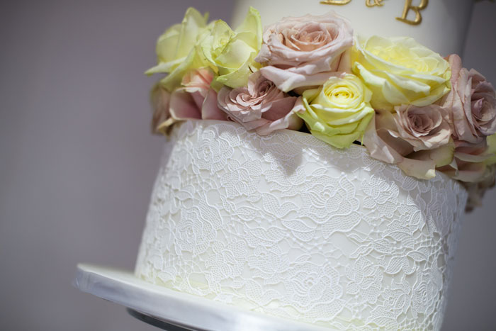 a-classic-spring-wedding-at-braxted-park-essex-10