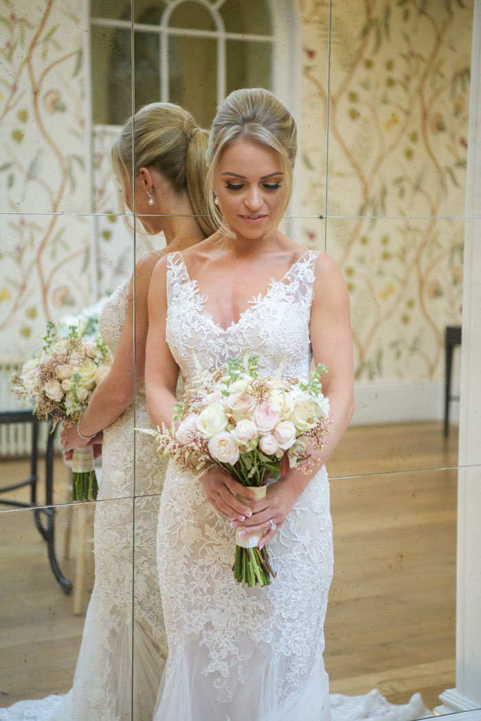 a-classic-spring-wedding-at-braxted-park-essex-16