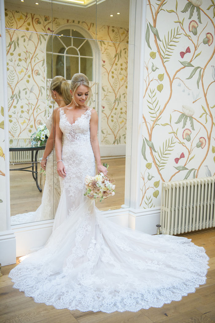 a-classic-spring-wedding-at-braxted-park-essex-17
