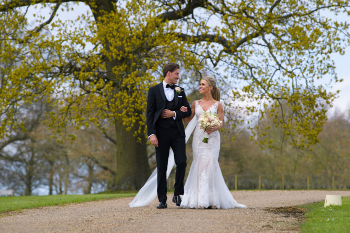 a-classic-spring-wedding-at-braxted-park-essex-26