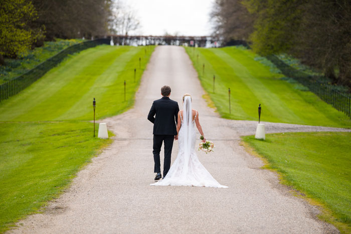 a-classic-spring-wedding-at-braxted-park-essex-29
