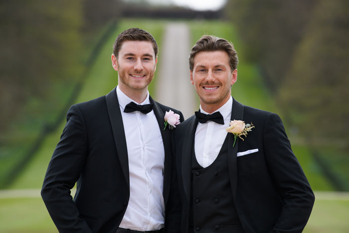 a-classic-spring-wedding-at-braxted-park-essex-31