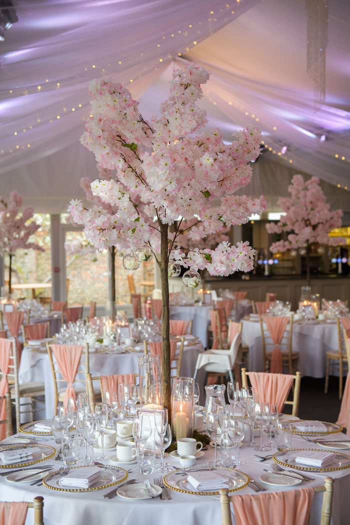 a-classic-spring-wedding-at-braxted-park-essex-35