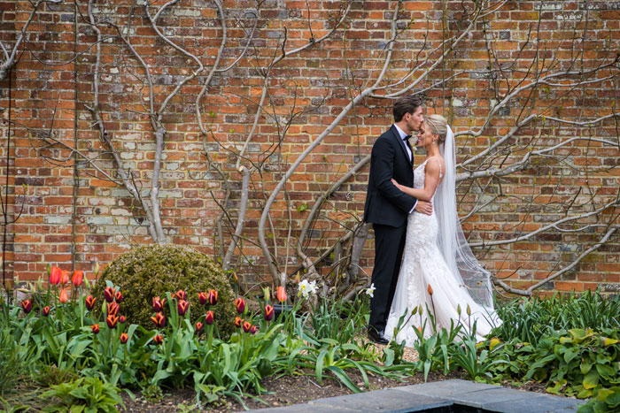 a-classic-spring-wedding-at-braxted-park-essex-37
