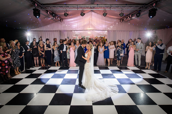 a-classic-spring-wedding-at-braxted-park-essex-40