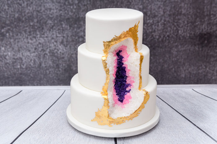 10 Showstopping Geode Wedding Cakes