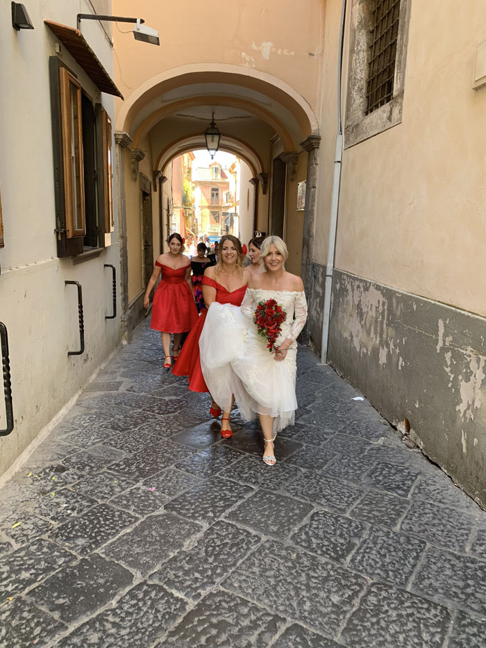 classic-red-and-white-italian-wedding-in-sorrento-22