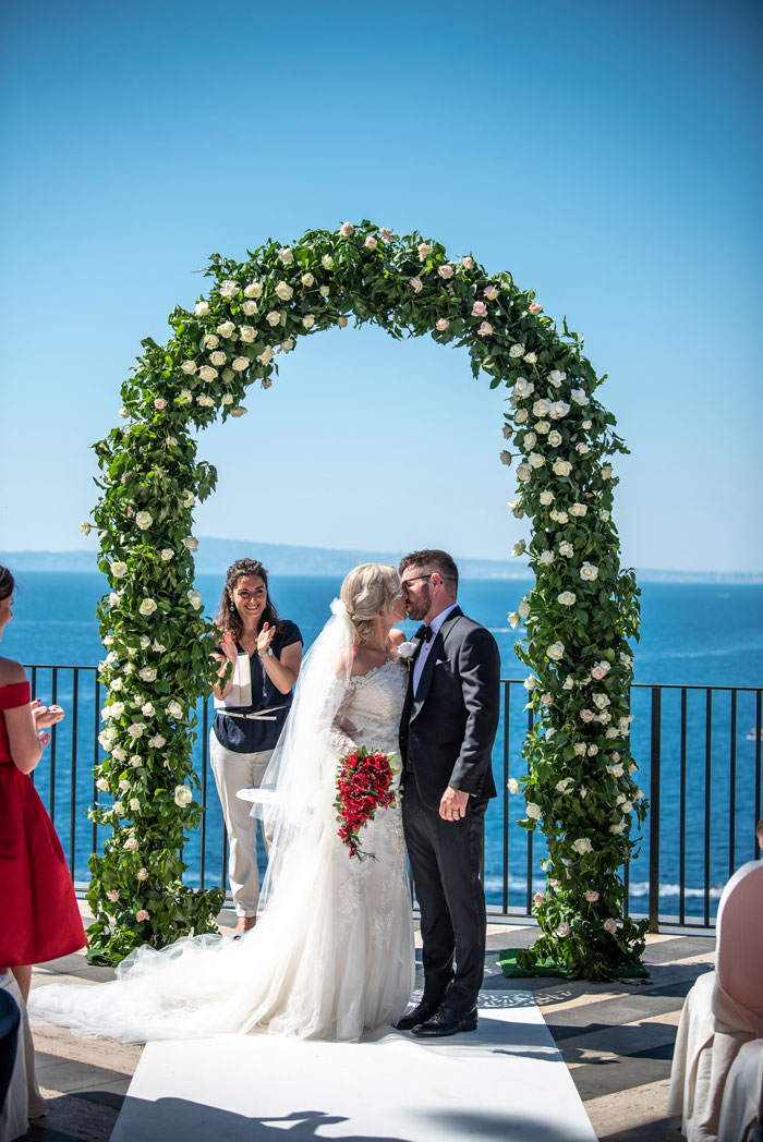 classic-red-and-white-italian-wedding-in-sorrento-26