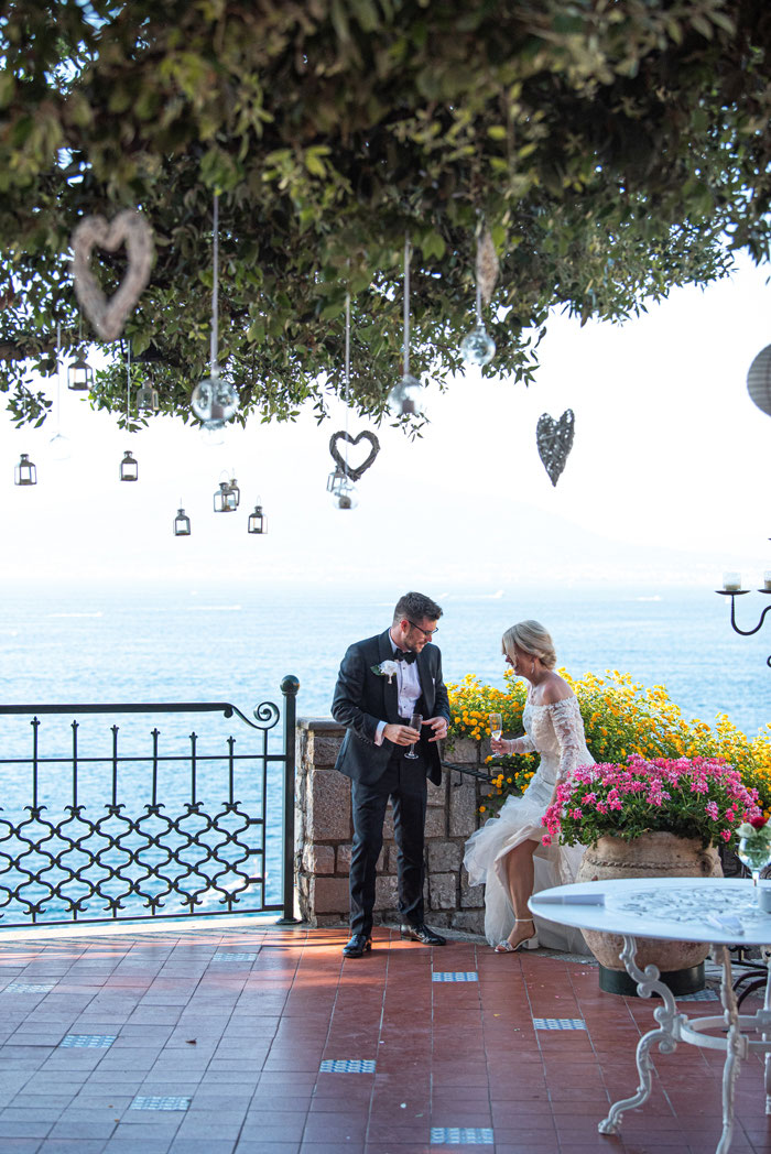 classic-red-and-white-italian-wedding-in-sorrento-27