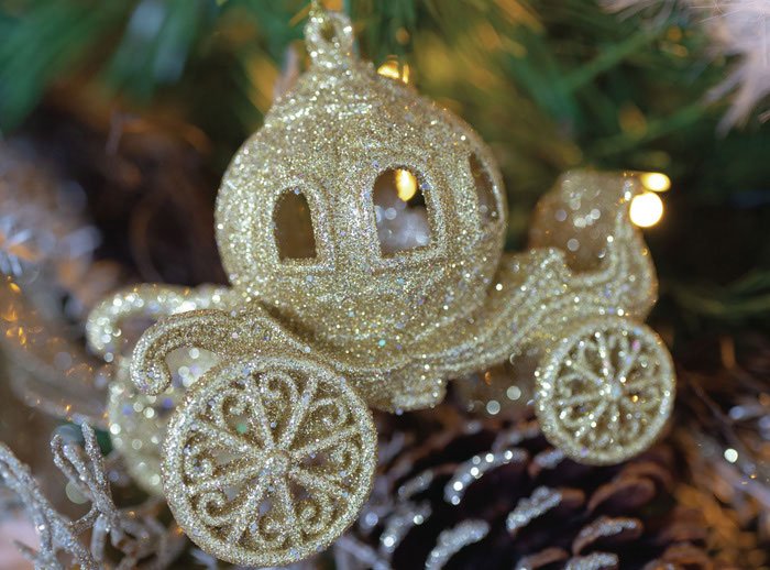 11-wedding-themed-christmas-decorations-11