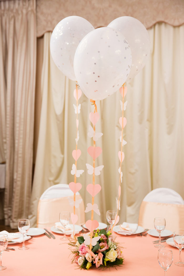 how-to-decorate-your-wedding-venue-with-balloons-3