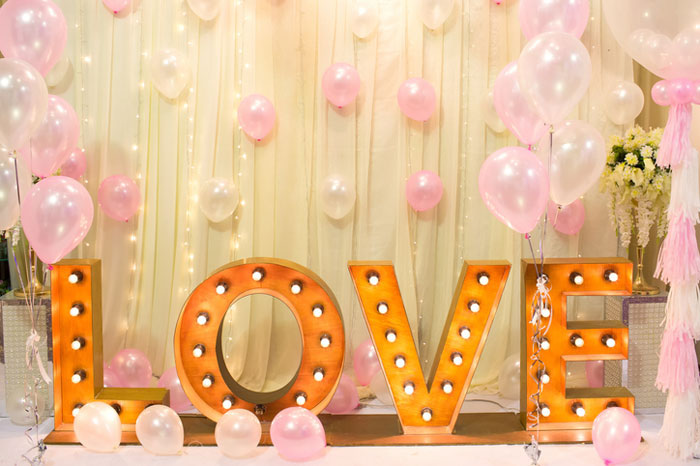 how-to-decorate-your-wedding-venue-with-balloons-5