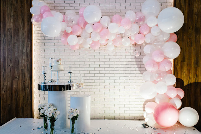how-to-decorate-your-wedding-venue-with-balloons-6