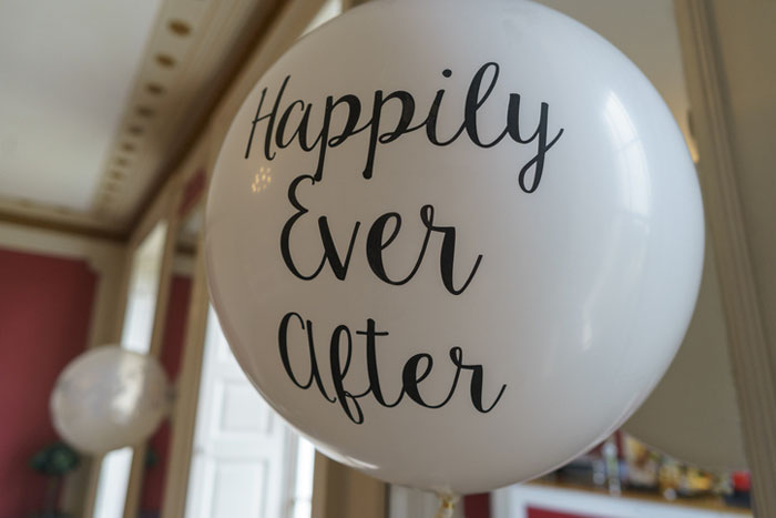 how-to-decorate-your-wedding-venue-with-balloons-7