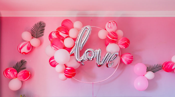 how-to-decorate-your-wedding-venue-with-balloons-8