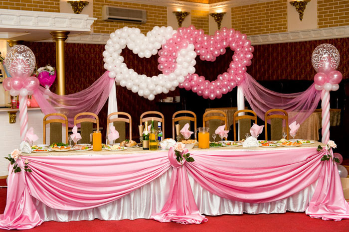 how-to-decorate-your-wedding-venue-with-balloons-11
