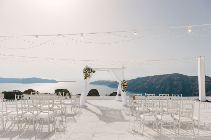 a-small-and-intimate-wedding-in-santorini-22