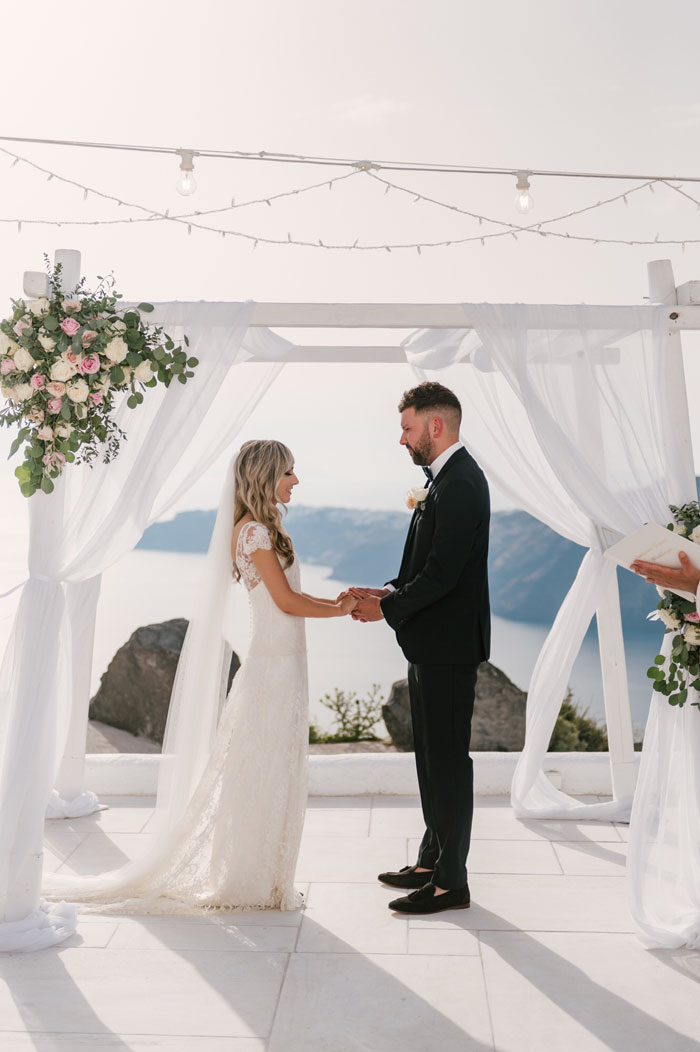 a-small-and-intimate-wedding-in-santorini-30