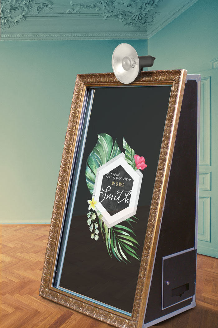 a-themed-photo-booth-for-your-wedding-7