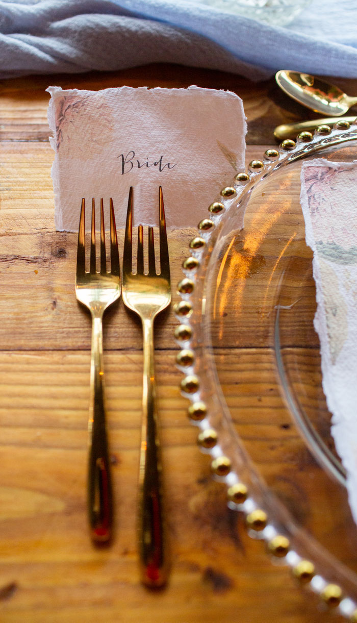 trend-alert-glimmering-gold-wedding-colour-scheme-14