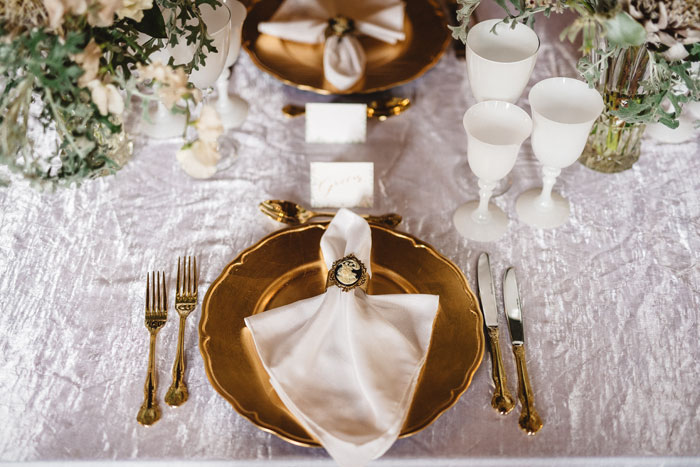 trend-alert-glimmering-gold-wedding-colour-scheme-16