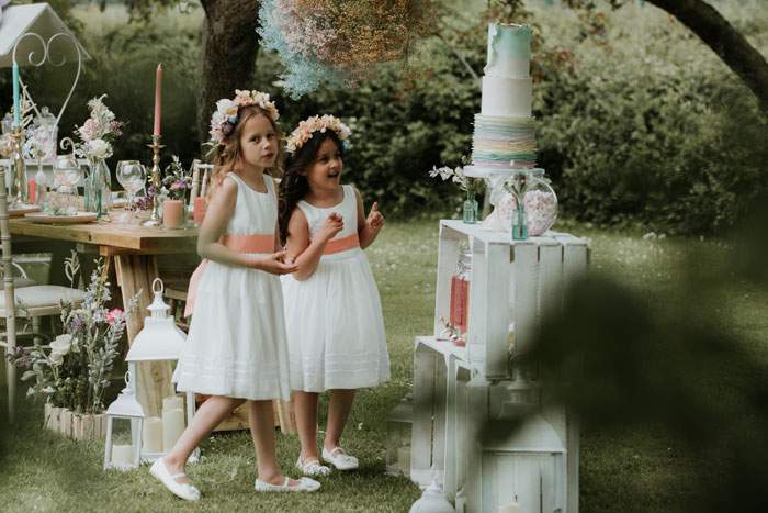 a-summer-wedding-shoot-with-children-in-somerset-10
