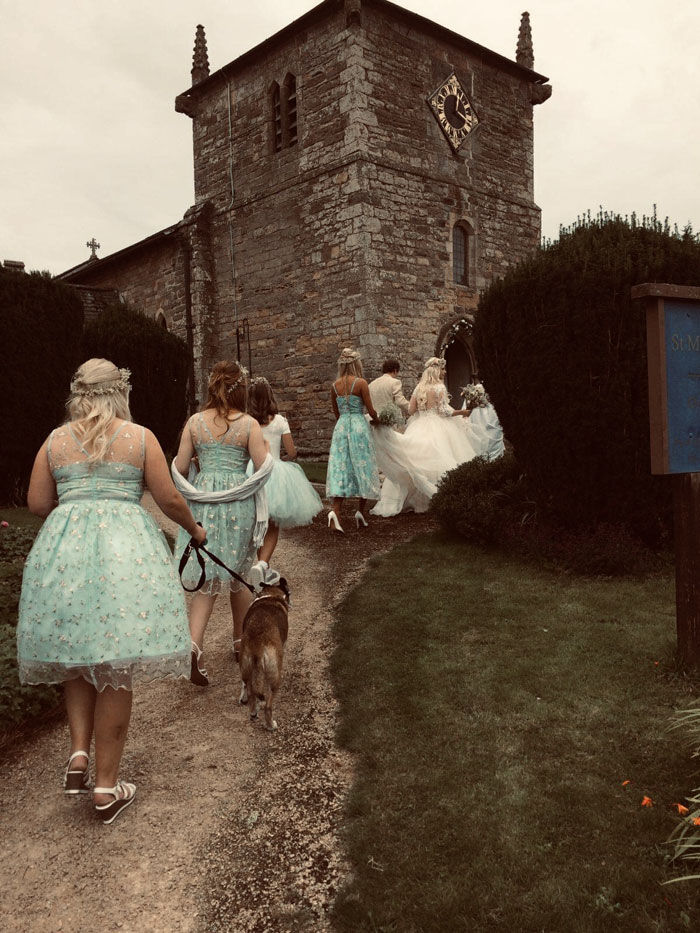 a-rustic-farm-wedding-in-nottinghamshire-9