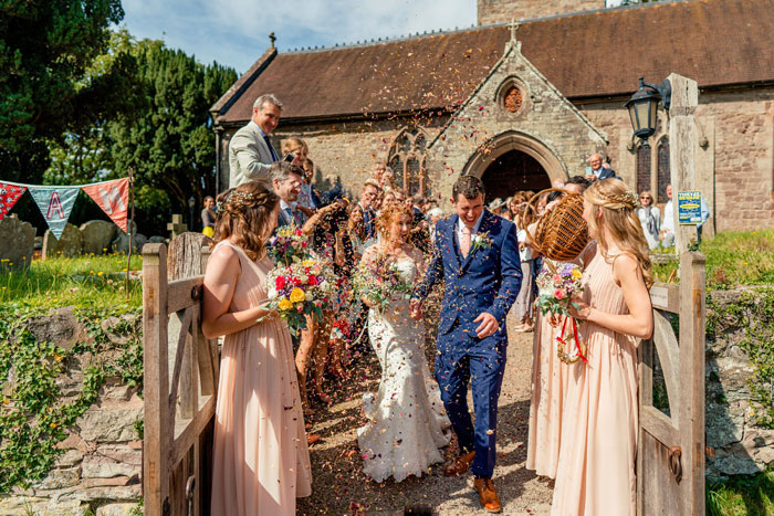 a-rustic-country-garden-wedding-in-herefordshire-14