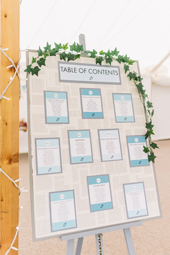 11-ways-to-add-favourite-book-into-your-wedding-13