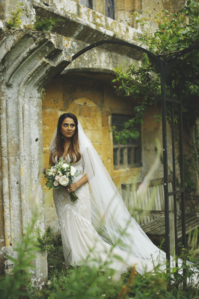 a-dreamy-castle-wedding-in-the-cotswolds-6