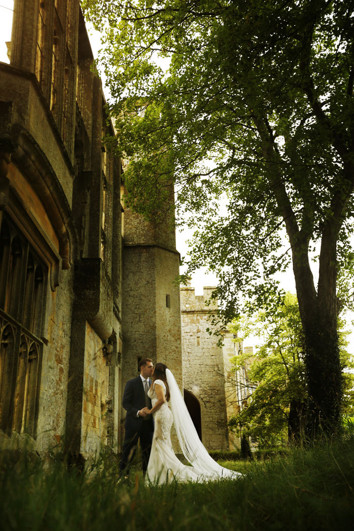 a-dreamy-castle-wedding-in-the-cotswolds-11