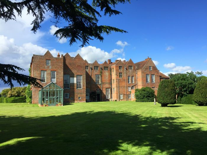 suffolk-wedding-venue-glemham-hall-rewarded-for-covid19-support-3