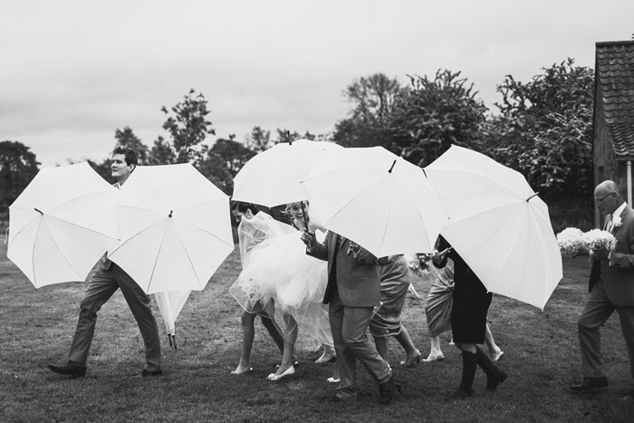 16-rainy-day-wedding-pictures-2020-2