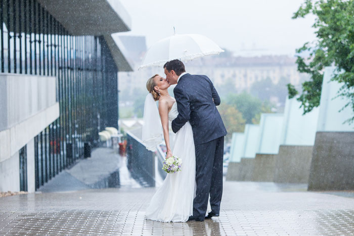16-rainy-day-wedding-pictures-2020-4