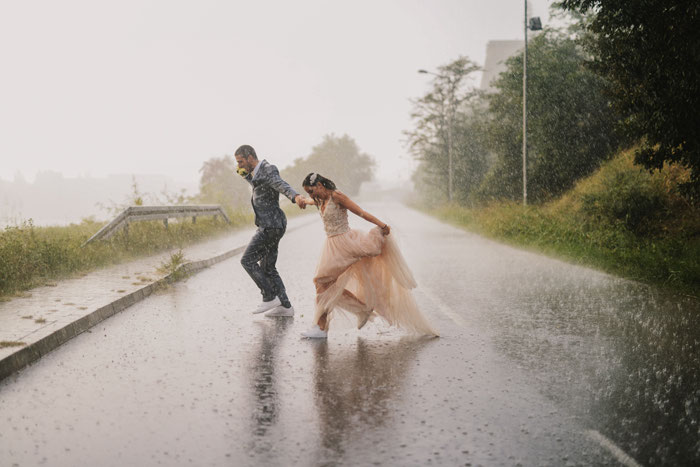 16-rainy-day-wedding-pictures-2020-6