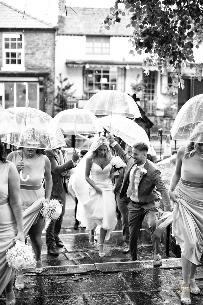 16-rainy-day-wedding-pictures-2020-10