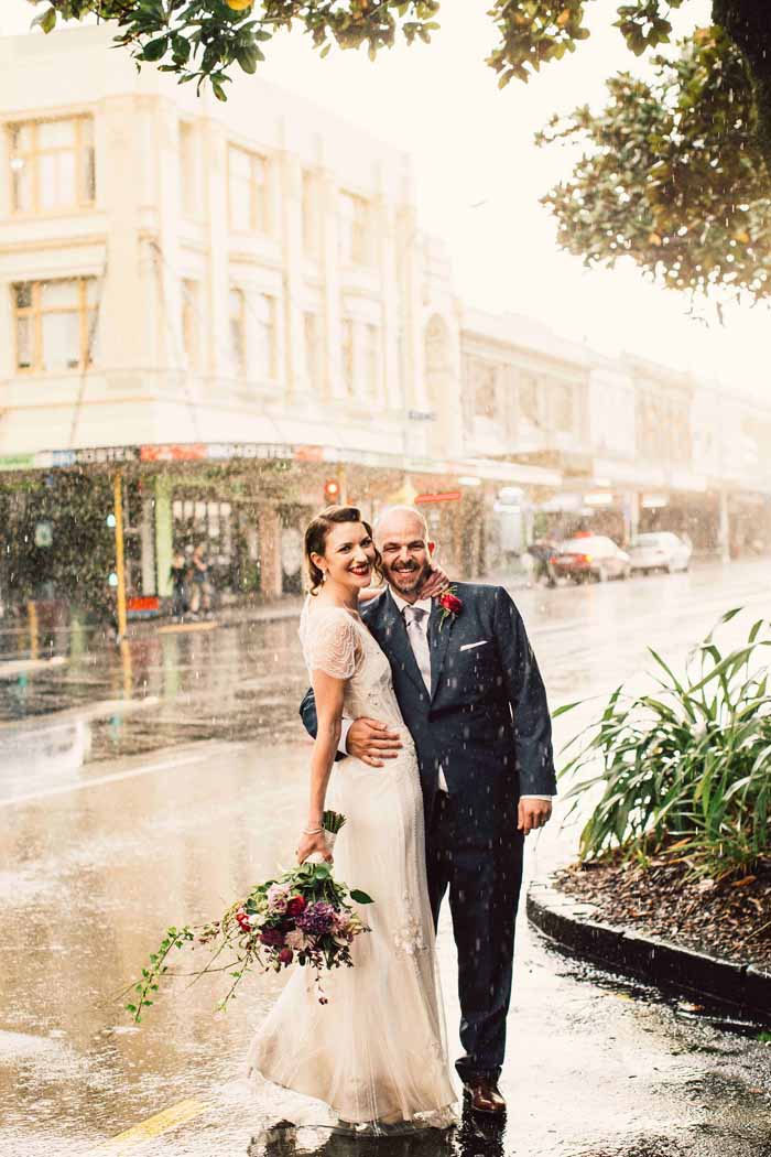 16-rainy-day-wedding-pictures-2020-13