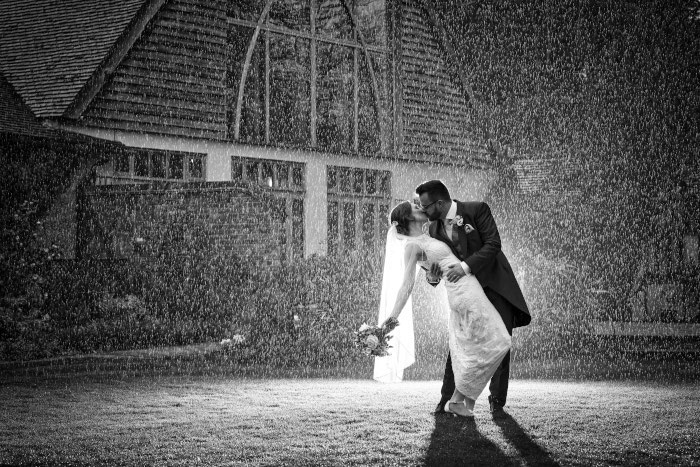 16-rainy-day-wedding-pictures-2020-14
