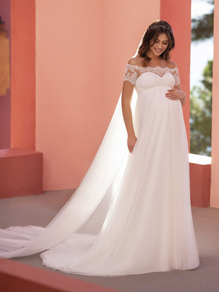 31-fabulous-maternity-wedding-dresses-2020-36