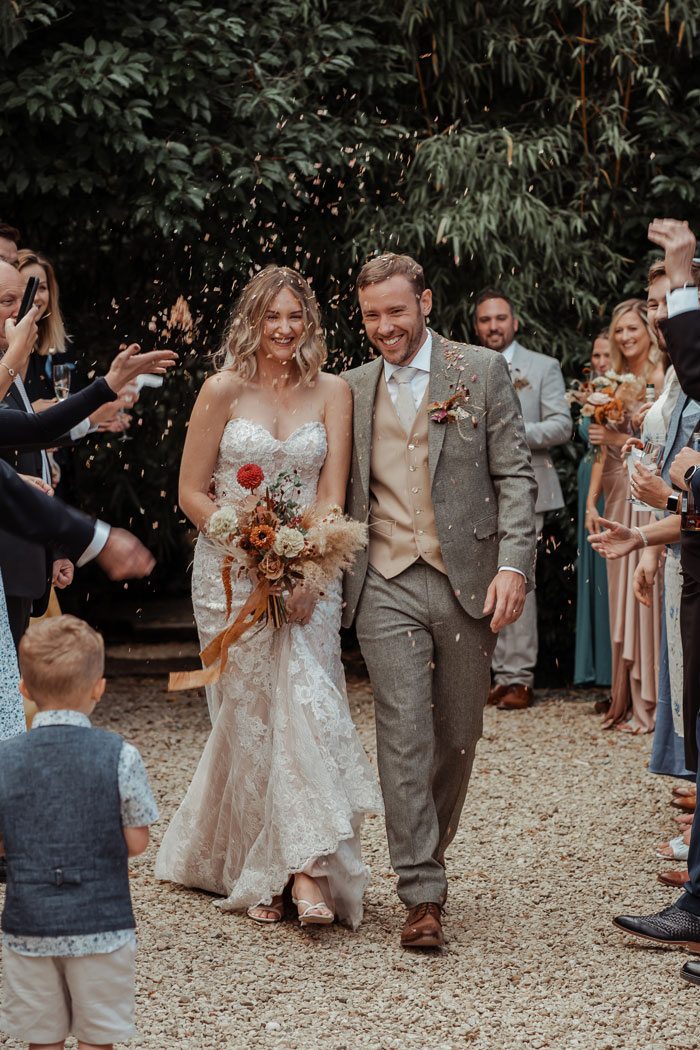 a-flower-filled-wedding-in-the-cotswolds-5
