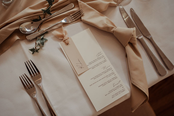 a-flower-filled-wedding-in-the-cotswolds-16