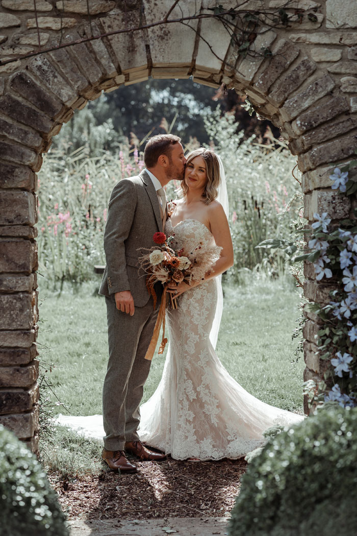 a-flower-filled-wedding-in-the-cotswolds-22